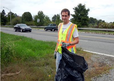 Image Dennis Kearns, volunteer par excellence, is doing his best to clean up part of New Road in East Hanover and Parsippany.